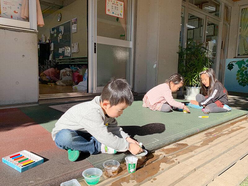 大成幼稚園 年中 色水遊び